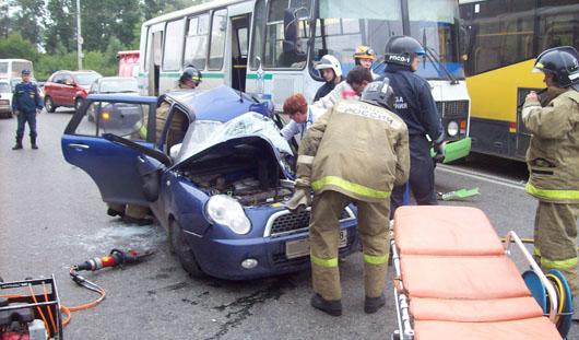 В Ижевске столкнулись 2 автобуса и легковушка