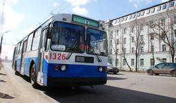 Дурацкий вопрос: как «рожки» троллейбусов поворачивают на перекрестках?