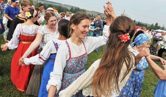 Ижевчане отметили «Медовый спас» танцами, песнями и «объедаловкой»