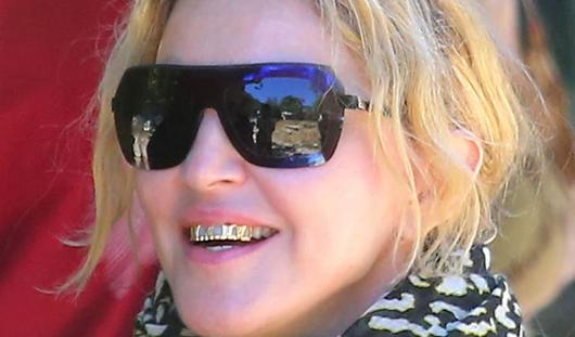 Мадонна сделала себе золотые зубы