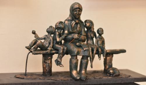 В конкурсе на лучший памятник бабушке победил скульптор из Москвы