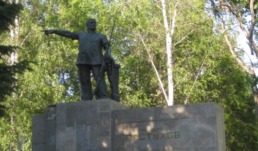 Ижевчанам запретили пить у памятника Пастухову