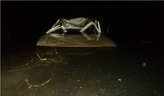 В Удмуртии «шестерка» опрокинулась с моста в Чепцу