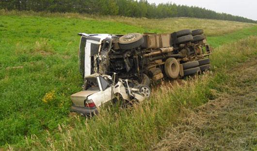 В Удмуртии Nexia вылетела на «встречку» и столкнулась с грузовиком