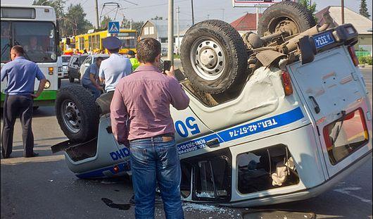 Автомобиль полиции перевернулся во время погони в Сарапуле