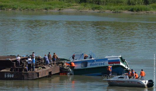 Задержан капитан теплохода, столкнувшегося с баржей на Иртыше