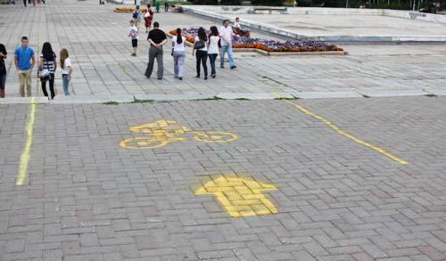 Фотофакт: На Центральной площади Ижевска появилась велодорожка