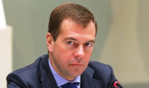 Медведев предложил закрывать вузы, выпускники которых не могут найти работу
