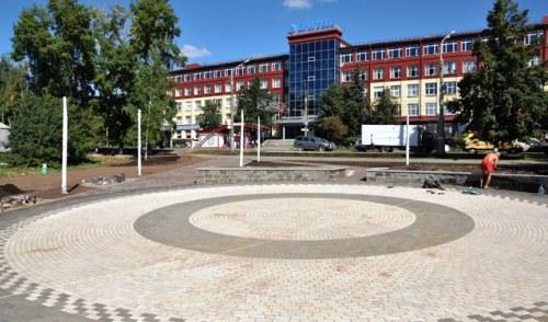 Фотофакт: в Ижевске достраивают «Вишневый сквер»