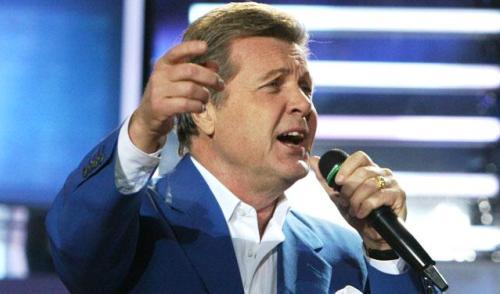 Молодежную версию гимна России могут исполнить Лев Лещенко и группа «Любэ»