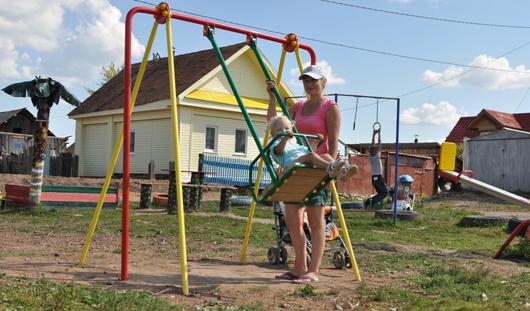 Ижевчане всей улицей соорудили детскую площадку