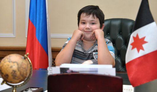 Фотофакт: юный ижевчанин занял рабочее кресло Александра Волкова
