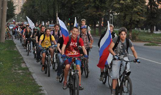 В честь Дня российского флага ижевские велосипедисты устроили массовый велопробег