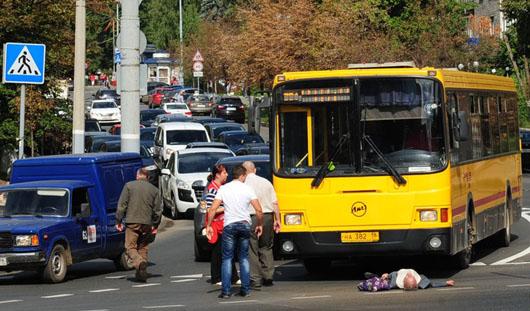 Водитель автобуса сбил мужчину на пешеходном переходе в Ижевске