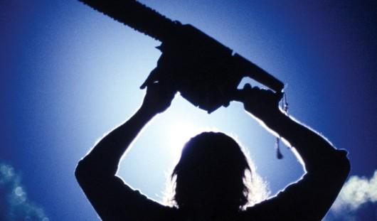 Житель Удмуртии угрожал судебному приставу бензопилой