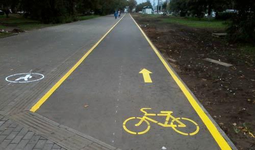 Фотофакт: на улице Кирова в Ижевске нарисовали велодорожку