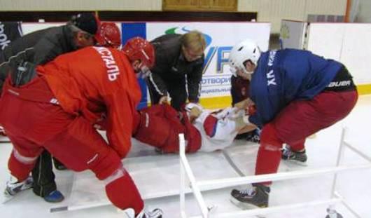 Игрок хоккейного клуба «Ижсталь» Пол Эрикссон сыграл роль пострадавшего