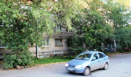 В Ижевске из окна 4 этажа общежития выпала девушка