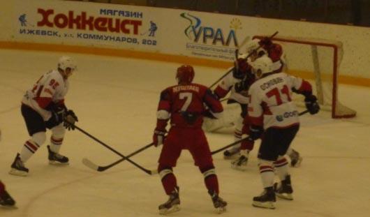 Хоккеисты «Ижстали» вырвали победу у челябинского «Челмета»