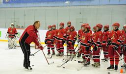 К юниорам команды «Ижсталь» приехала звезда мирового хоккея