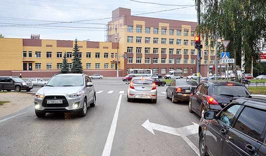 В дорожном плену: всего один светофор в Ижевске парализовал целую улицу