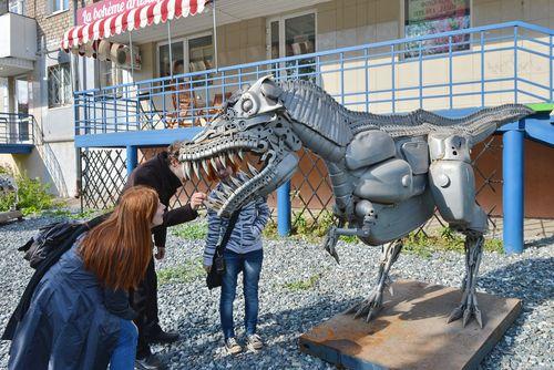 Фотофакт: Железные монстры появились на Красногеройской