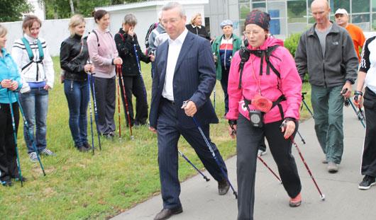 Ижевчан научили ходить по-фински: что это и чем полезен новый для города вид спорта?