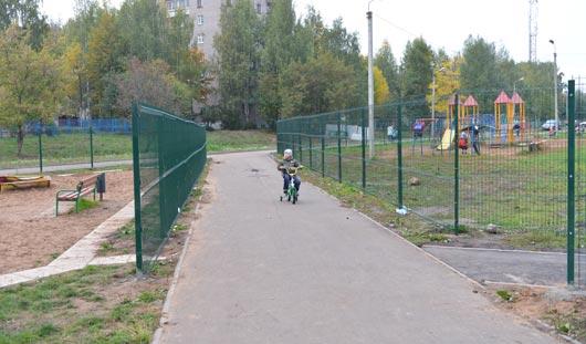 Законно ли стоит забор возле дома на Буммашевской в Ижевске?
