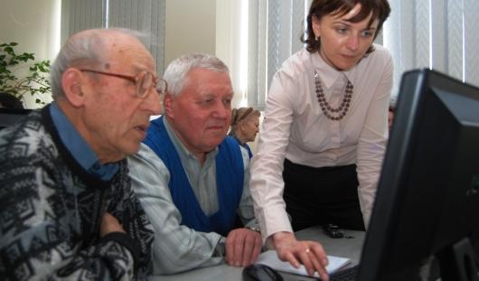 В Ижевске откроется центр компьютерного обучения «Бабушка и дедушка онлайн»
