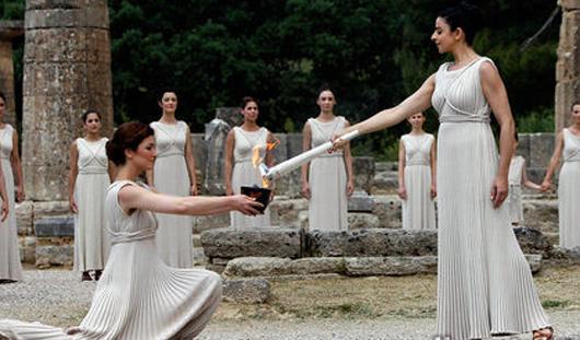 Огонь зимних Олимпийских игр 2014 года зажжен в Греции