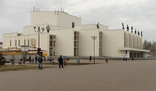 Труппа театра оперы и балета в Ижевске расформирована?