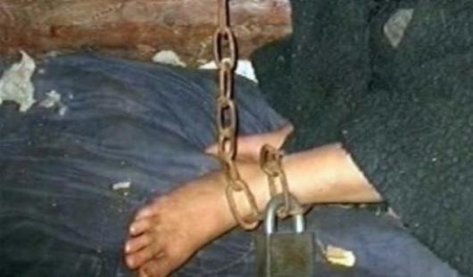 Уходя на работу, житель Удмуртии сажал своего 6-летнего сына на цепь