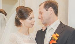 Ижевские молодожены: На свадьбу жених пришел с трещиной в ноге
