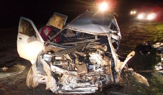 В Удмуртии после столкновения автокрана и легковушки погибли 2 человека