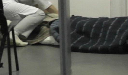 Больного ребенка разместили на полу в одной из больниц Удмуртии