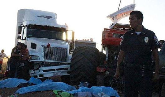 В Мексике монстр-автомобиль въехал в толпу зрителей