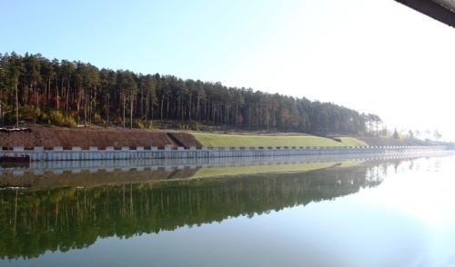 Фотофакт: на набережной Ижевского пруда засеяли газон