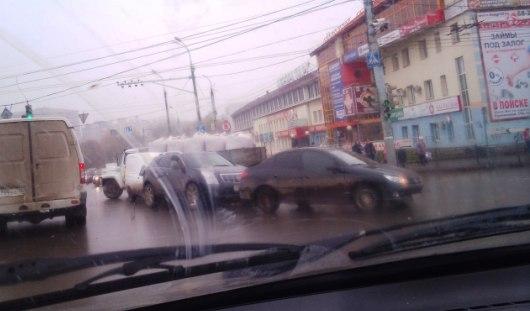 В Ижевске из-за ДТП на перекрестке Кирова-Удмуртская образовалась гигантская пробка