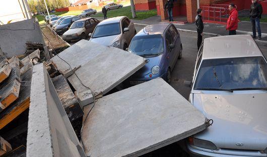 Поврежденные авто и свет на «зебрах»: чем ижевчанам запомнилась эта неделя