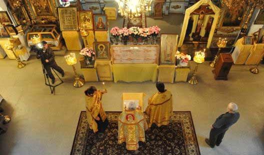 Фотофакт: 14 октября в Ижевск прибыла копия Туринской Плащаницы