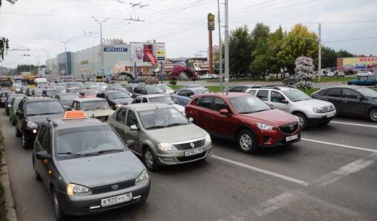 Говорят ижевчане: на 10 лет Октября - Удмуртской автомобилисты стали разъезжаться быстрее