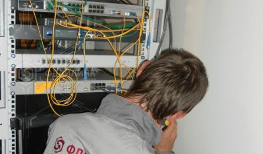 ФСБ претендует на прямой доступ к телефонам и электронкам россиян