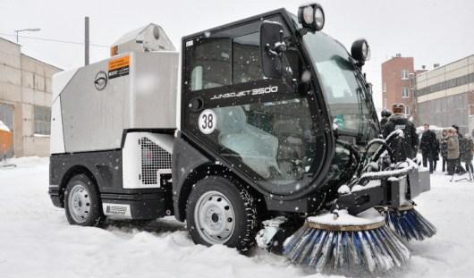 «День жестянщика» в Ижевске: коммунальщики высыпали на дороги больше 50 тонн песка