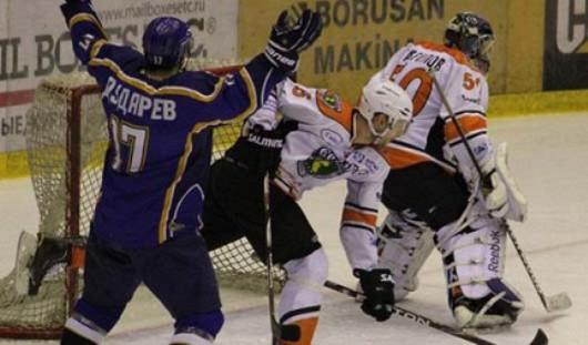 Хоккеисты «Казцинк-Торпедо» одержали победу над ижевскими спортсменами