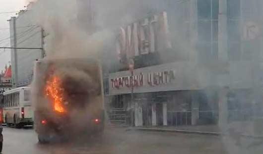 В Ижевске на 10 лет Октября загорелся автобус с пассажирами