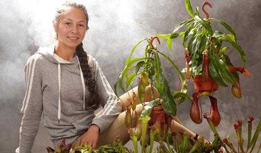 Цветущие охотники: школьница из Ижевска, собрала дома коллекцию растений-хищников