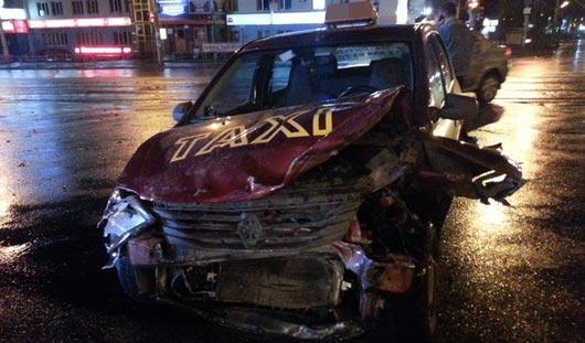 В Ижевске «четырнадцатая» влетела в такси