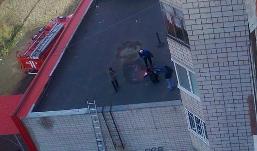 На крыше ижевского магазина обнаружили тело молодого человека