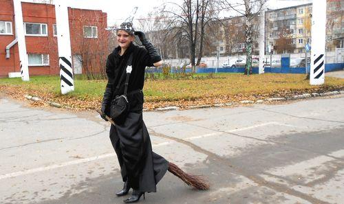 Фотофакт: на Хэллоуин ижевские кондукторы нарядились ведьмами