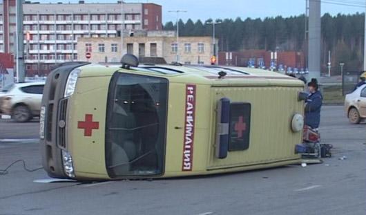 Пациент из перевернувшейся в Ижевске «скорой» скончался в больнице